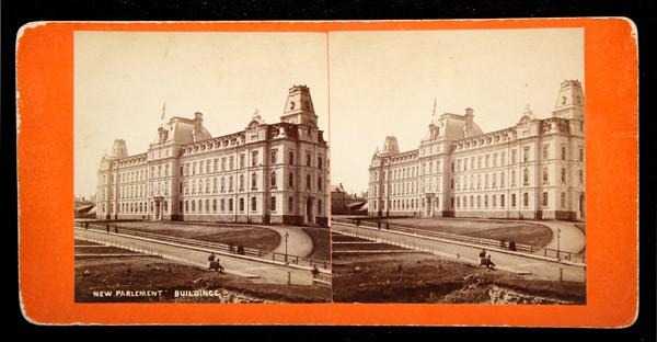 Le parlement de Québec et la Grande Allée en direction ouest, vers 1879.